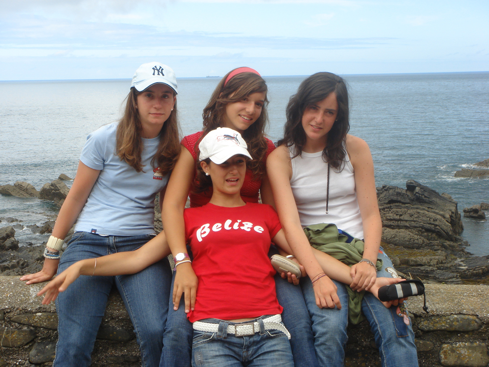 3._friends_sitting_on_the_wall_