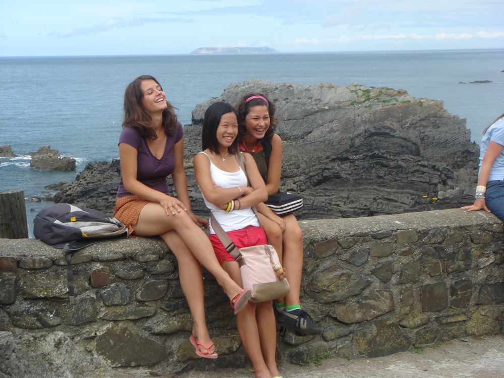 3_girls_and_Lundy_Island_