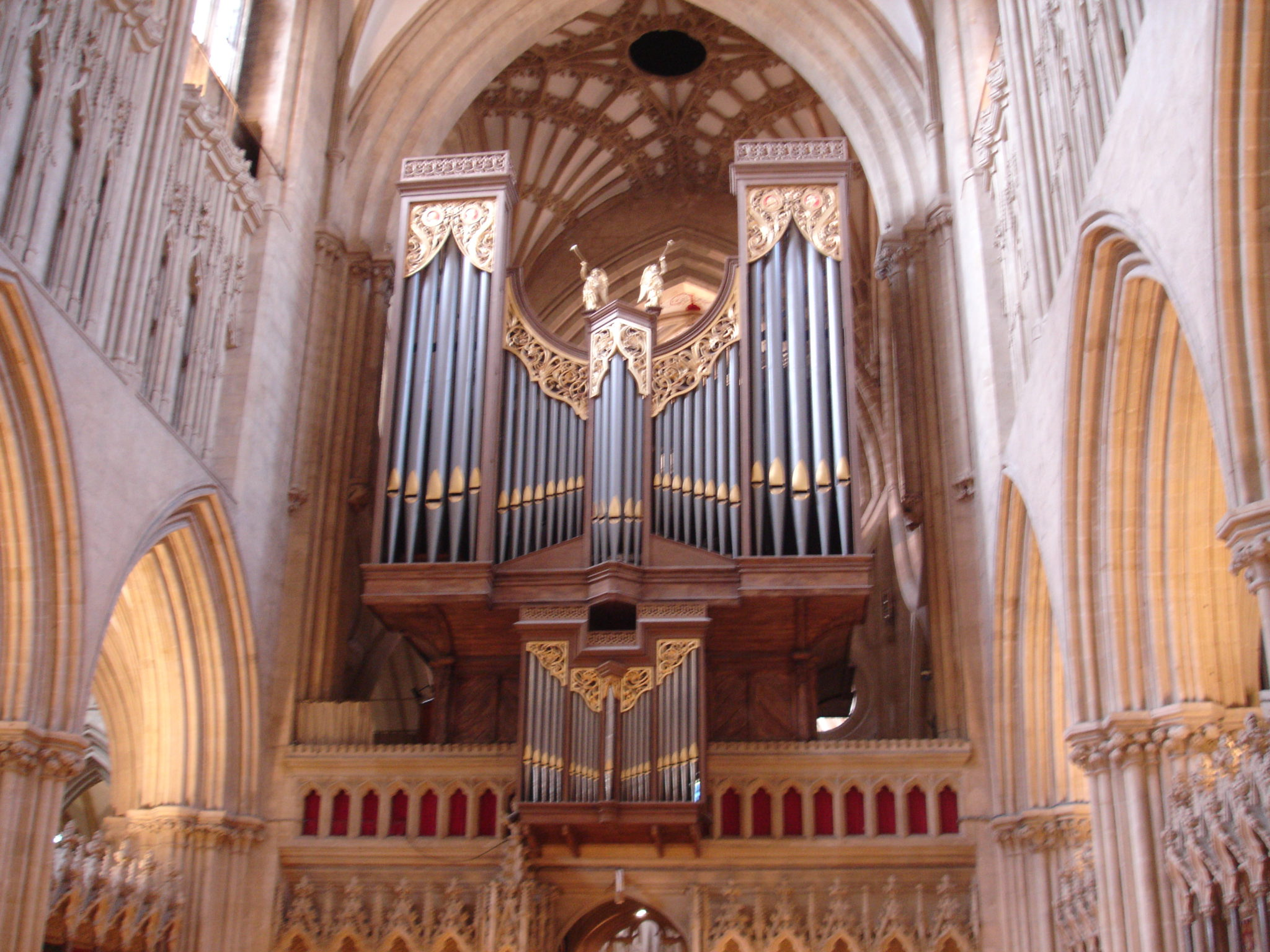 Amazing_organ_at_Wells_Cathedral