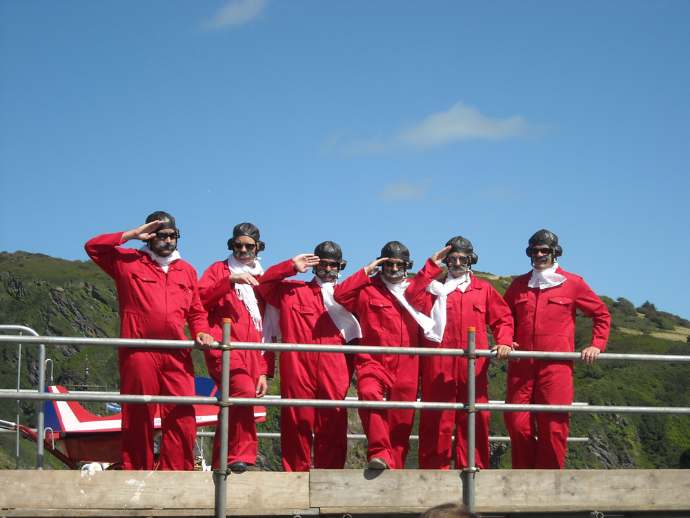 Red_Arrows_Salute