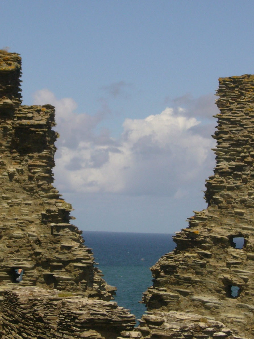 Ruins_view_Tintagel