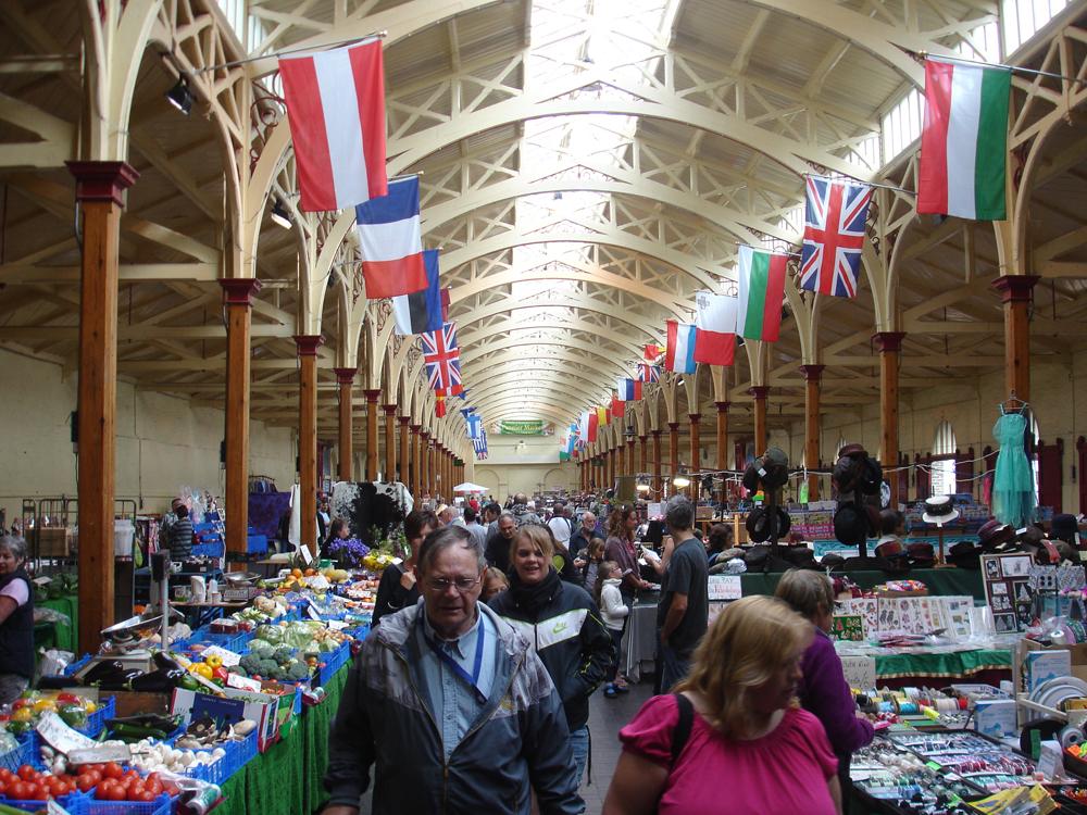 Shoppers_at_Barnstaple_Pannier_Market