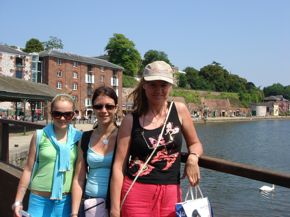 Students_at_the_docks_