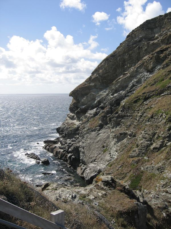 View_of_Tintagel_to_the_sea