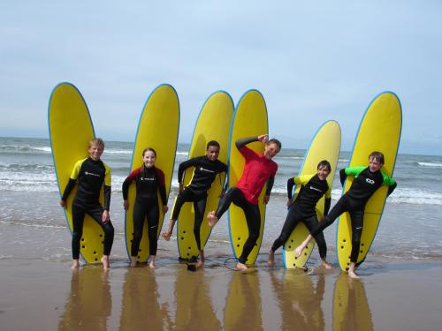 surfers_lineup